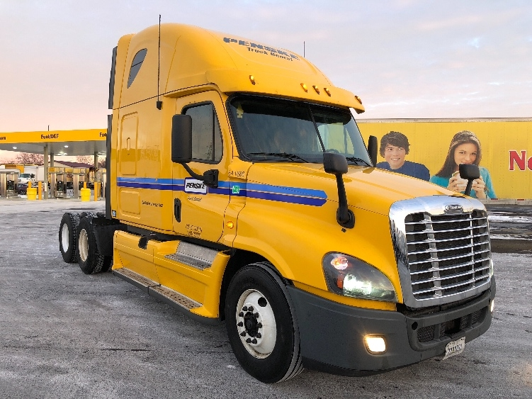 Sleeper Tractor-Heavy Duty Tractors-Freightliner-2013-Cascadia 12564ST-BEDFORD PARK-IL-566,900 miles-$40,750