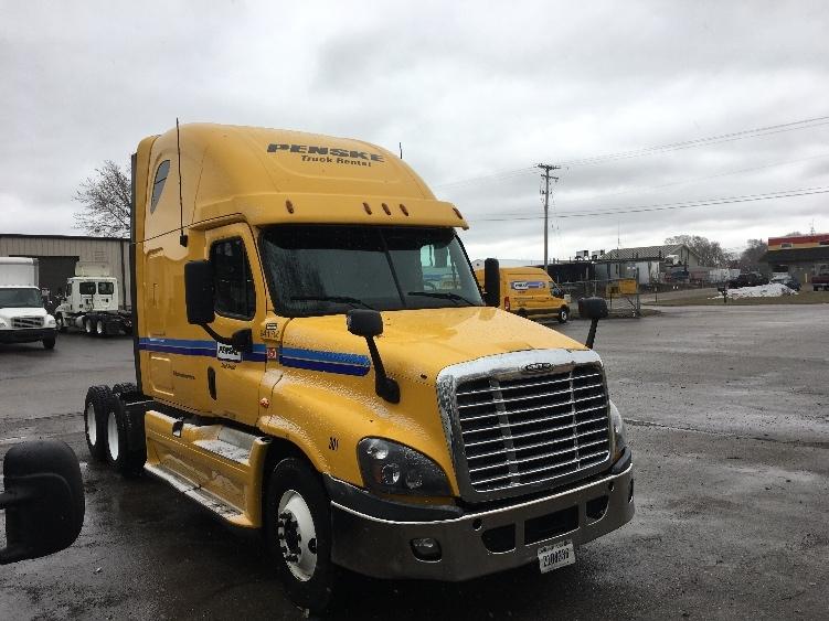 Sleeper Tractor-Heavy Duty Tractors-Freightliner-2013-Cascadia 12564ST-CHESAPEAKE-VA-582,931 miles-$44,000