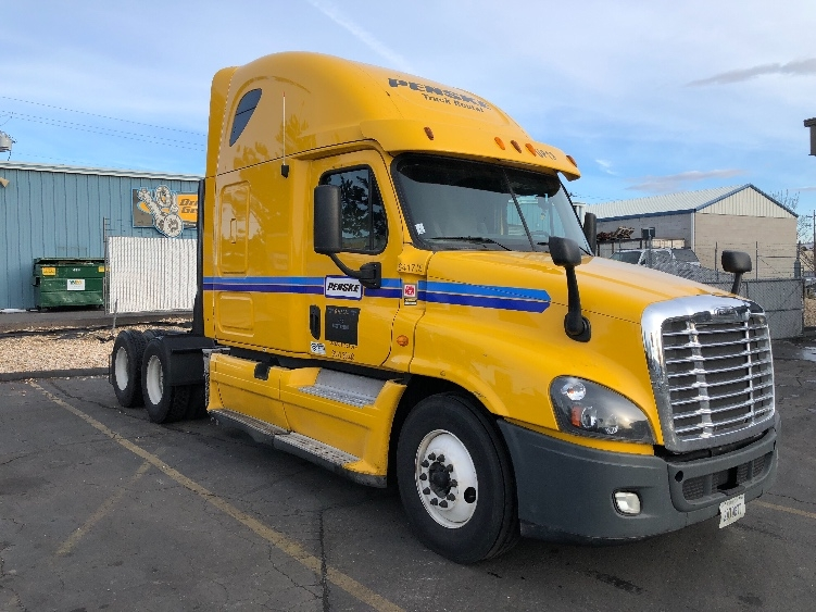 Sleeper Tractor-Heavy Duty Tractors-Freightliner-2013-Cascadia 12564ST-SPARKS-NV-584,642 miles-$44,250