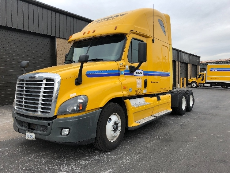 Sleeper Tractor-Heavy Duty Tractors-Freightliner-2013-Cascadia 12564ST-NORTH BERGEN-NJ-628,735 miles-$37,250
