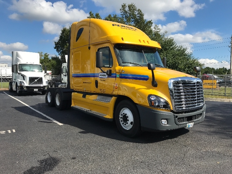 Sleeper Tractor-Heavy Duty Tractors-Freightliner-2013-Cascadia 12564ST-CINCINNATI-OH-505,132 miles-$53,500