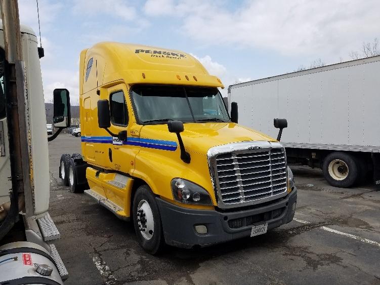 Sleeper Tractor-Heavy Duty Tractors-Freightliner-2013-Cascadia 12564ST-BINGHAMTON-NY-453,841 miles-$17,000
