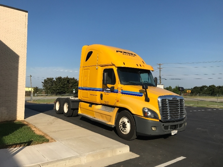 Sleeper Tractor-Heavy Duty Tractors-Freightliner-2013-Cascadia 12564ST-CANTON-OH-629,057 miles-$45,500