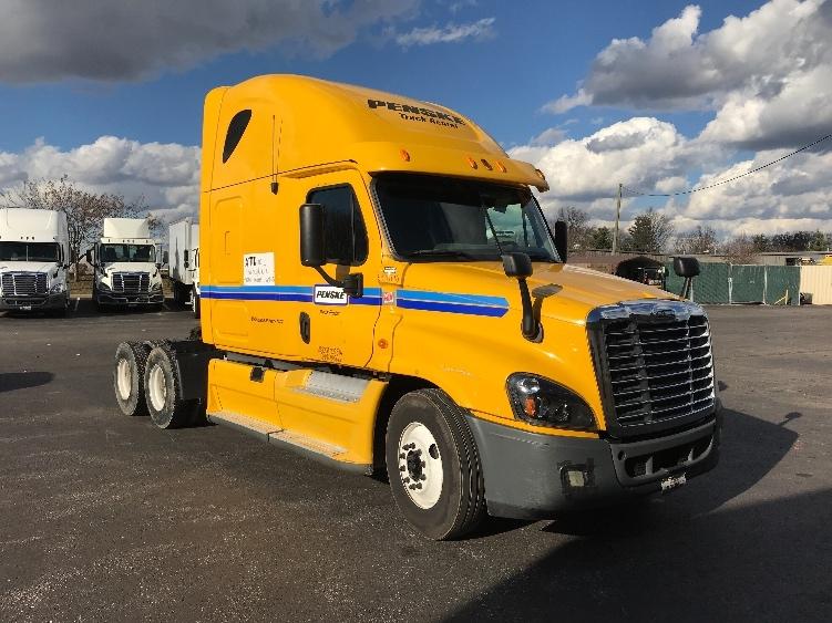 Sleeper Tractor-Heavy Duty Tractors-Freightliner-2013-Cascadia 12564ST-ERLANGER-KY-601,700 miles-$33,750