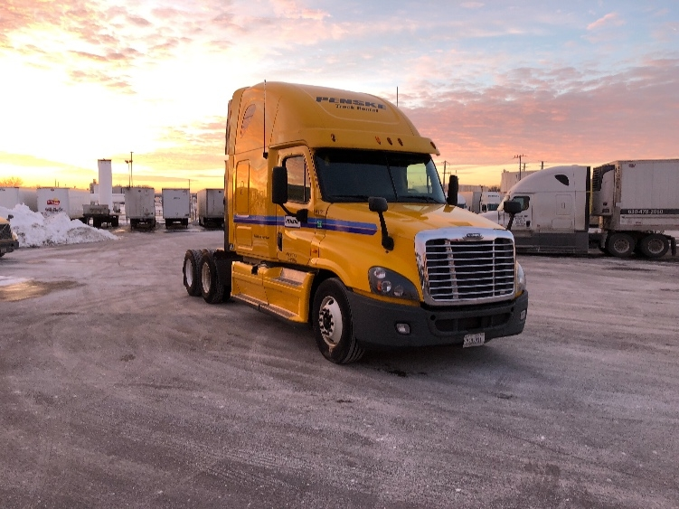Sleeper Tractor-Heavy Duty Tractors-Freightliner-2013-Cascadia 12564ST-BEDFORD PARK-IL-582,293 miles-$40,000