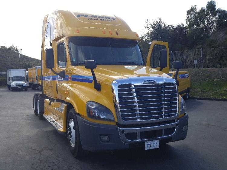 Sleeper Tractor-Heavy Duty Tractors-Freightliner-2013-Cascadia 12564ST-SHREVEPORT-LA-594,145 miles-$43,500