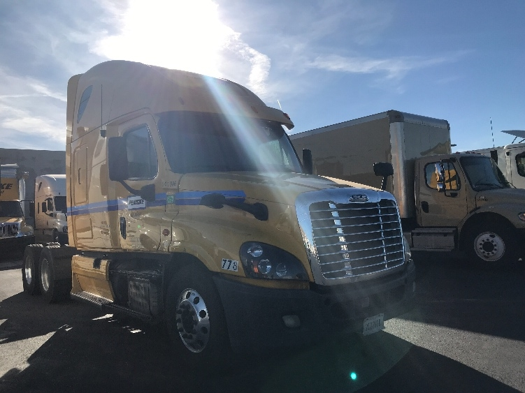 Sleeper Tractor-Heavy Duty Tractors-Freightliner-2013-Cascadia 12564ST-LAS VEGAS-NV-694,914 miles-$33,000