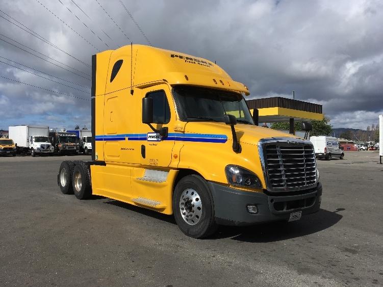 Sleeper Tractor-Heavy Duty Tractors-Freightliner-2013-Cascadia 12564ST-EVERETT-WA-602,467 miles-$51,000