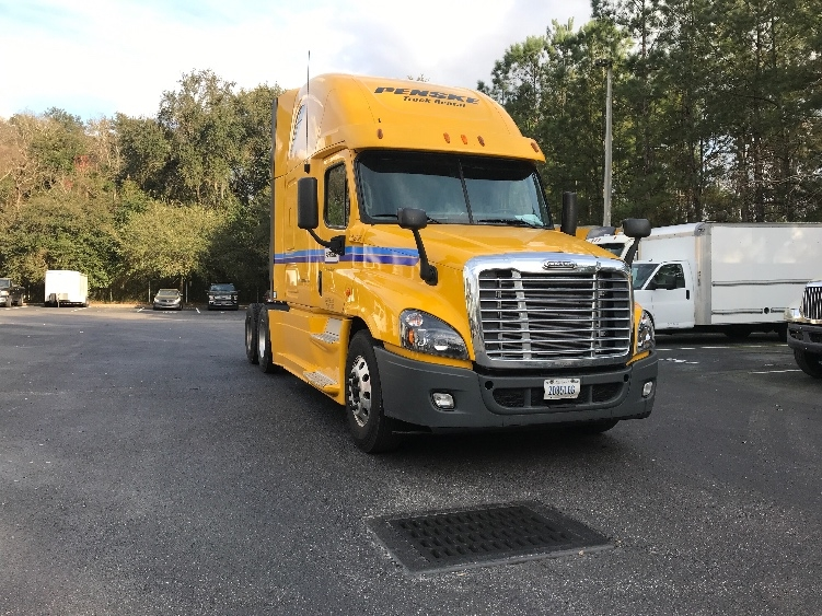 Sleeper Tractor-Heavy Duty Tractors-Freightliner-2013-Cascadia 12564ST-JACKSONVILLE-FL-683,560 miles-$31,500