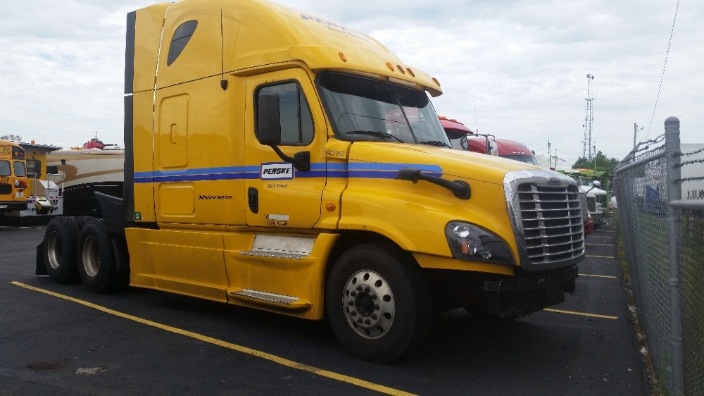 Sleeper Tractor-Heavy Duty Tractors-Freightliner-2013-Cascadia 12564ST-KENTWOOD-MI-615,000 miles-$19,000