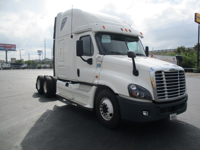 Sleeper Tractor-Heavy Duty Tractors-Freightliner-2013-Cascadia 12564ST-SOUTH BEND-IN-611,020 miles-$44,500