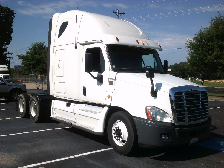 Sleeper Tractor-Heavy Duty Tractors-Freightliner-2013-Cascadia 12564ST-GREENVILLE-SC-573,743 miles-$37,250