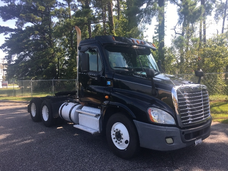 Day Cab Tractor-Heavy Duty Tractors-Freightliner-2013-Cascadia 12564ST-SPARTANBURG-SC-450,362 miles-$27,500