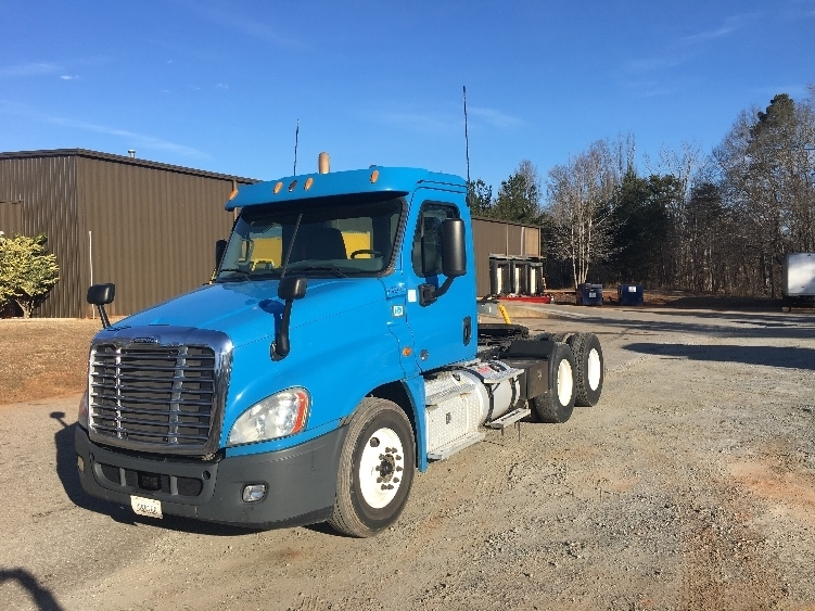 Day Cab Tractor-Heavy Duty Tractors-Freightliner-2013-Cascadia 12564ST-SPARTANBURG-SC-533,769 miles-$25,750