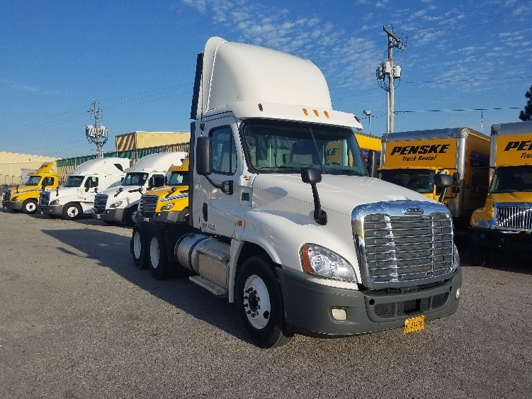 Day Cab Tractor-Heavy Duty Tractors-Freightliner-2013-Cascadia 12564ST-LOWELL-AR-169,688 miles-$57,750