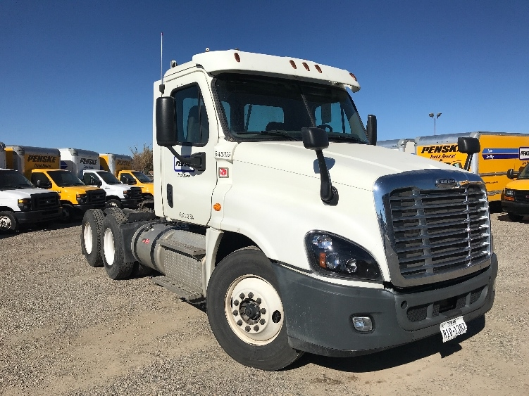 Day Cab Tractor-Heavy Duty Tractors-Freightliner-2013-Cascadia 12564ST-DENVER-CO-356,268 miles-$46,250