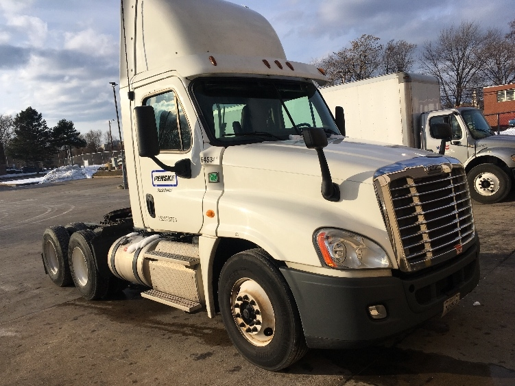 Day Cab Tractor-Heavy Duty Tractors-Freightliner-2013-Cascadia 12564ST-WATERBURY-CT-236,803 miles-$46,750