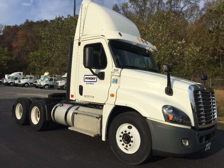 Day Cab Tractor-Heavy Duty Tractors-Freightliner-2013-Cascadia 12564ST-BLOUNTVILLE-TN-440,600 miles-$43,000