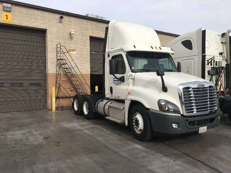 Day Cab Tractor-Heavy Duty Tractors-Freightliner-2013-Cascadia 12564ST-LAS VEGAS-NV-272,747 miles-$47,000
