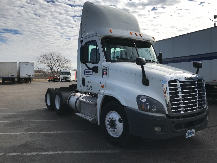 Day Cab Tractor-Heavy Duty Tractors-Freightliner-2013-Cascadia 12564ST-WICHITA-KS-348,241 miles-$43,750