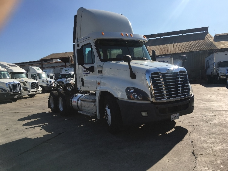 Day Cab Tractor-Heavy Duty Tractors-Freightliner-2013-Cascadia 12564ST-TORRANCE-CA-168,720 miles-$47,750