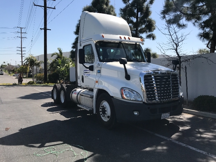 Day Cab Tractor-Heavy Duty Tractors-Freightliner-2013-Cascadia 12564ST-TORRANCE-CA-253,377 miles-$59,750