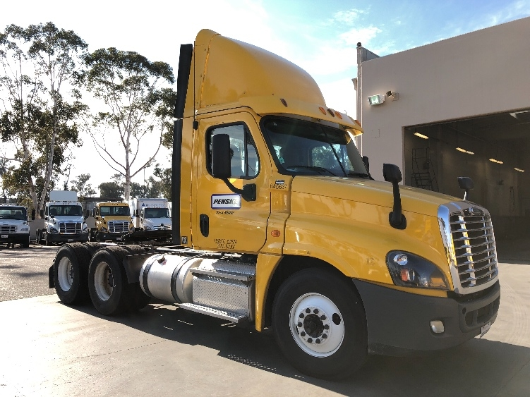 Day Cab Tractor-Heavy Duty Tractors-Freightliner-2013-Cascadia 12564ST-TORRANCE-CA-269,918 miles-$56,500