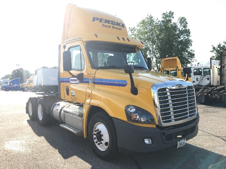 Day Cab Tractor-Heavy Duty Tractors-Freightliner-2013-Cascadia 12564ST-EAGAN-MN-400,535 miles-$32,750