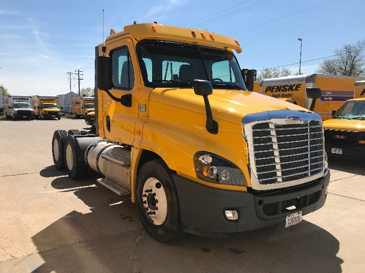 Day Cab Tractor-Heavy Duty Tractors-Freightliner-2013-Cascadia 12564ST-FARGO-ND-315,462 miles-$38,250