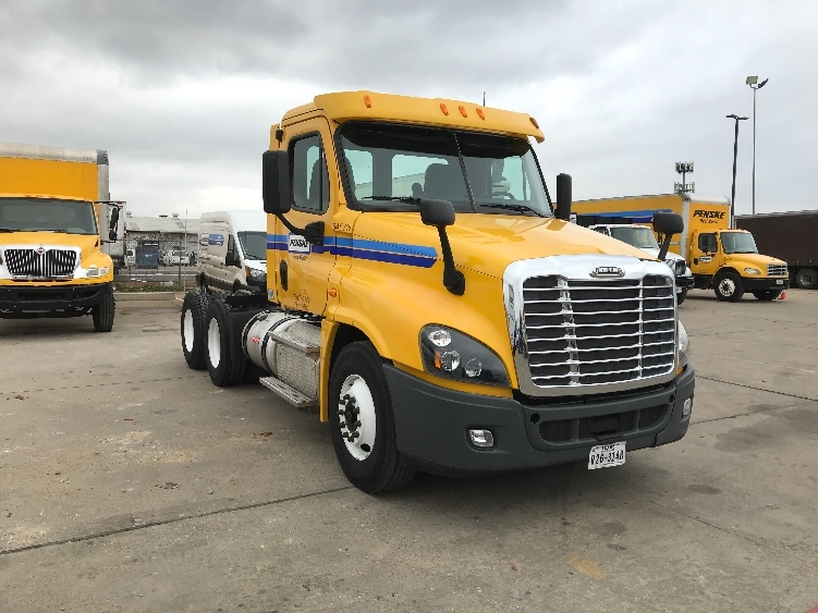 Day Cab Tractor-Heavy Duty Tractors-Freightliner-2013-Cascadia 12564ST-KANSAS CITY-MO-322,112 miles-$42,500