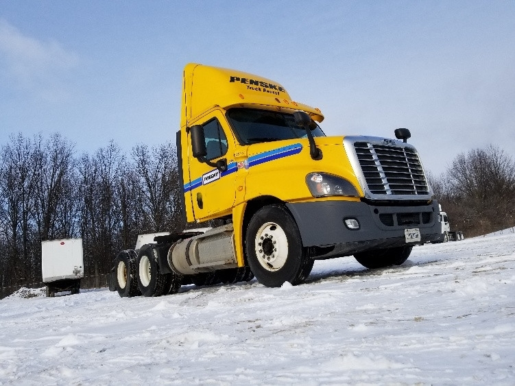 Day Cab Tractor-Heavy Duty Tractors-Freightliner-2013-Cascadia 12564ST-BROOK PARK-OH-299,690 miles-$45,750