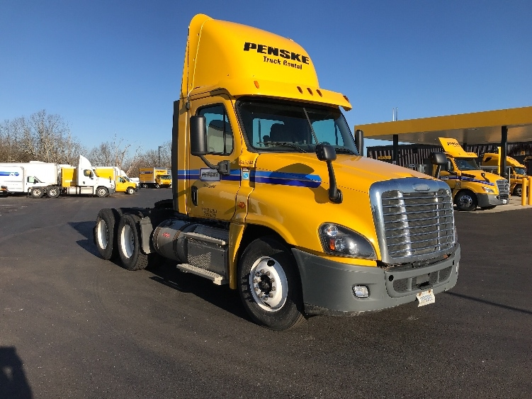 Day Cab Tractor-Heavy Duty Tractors-Freightliner-2013-Cascadia 12564ST-MIDDLEFIELD-OH-319,550 miles-$38,500