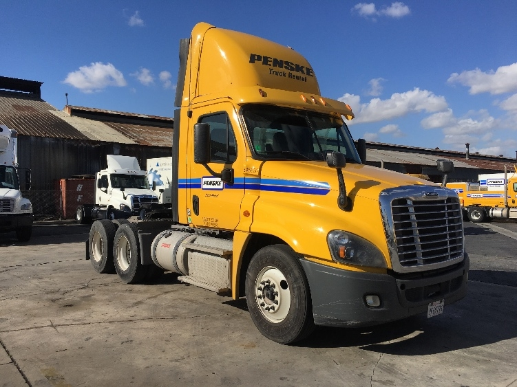 Day Cab Tractor-Heavy Duty Tractors-Freightliner-2013-Cascadia 12564ST-MONTEBELLO-CA-158,285 miles-$58,250