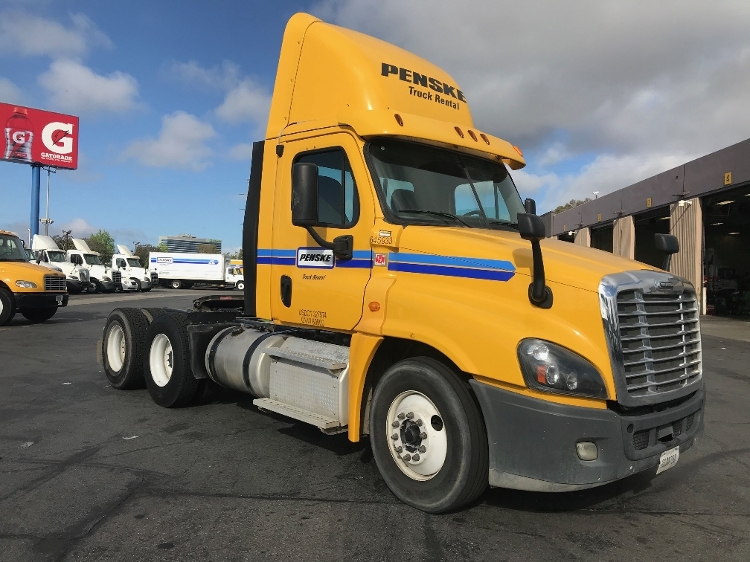 Day Cab Tractor-Heavy Duty Tractors-Freightliner-2013-Cascadia 12564ST-TORRANCE-CA-207,538 miles-$56,500