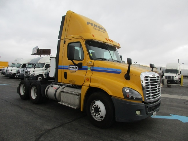 Day Cab Tractor-Heavy Duty Tractors-Freightliner-2013-Cascadia 12564ST-TORRANCE-CA-163,032 miles-$52,000