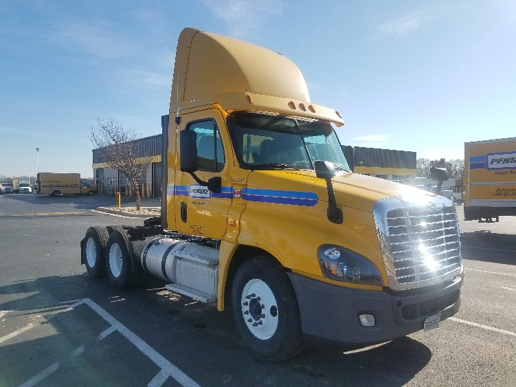 Day Cab Tractor-Heavy Duty Tractors-Freightliner-2013-Cascadia 12564ST-SPRINGFIELD-MO-277,546 miles-$51,750