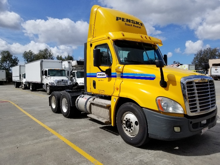 Day Cab Tractor-Heavy Duty Tractors-Freightliner-2013-Cascadia 12564ST-TORRANCE-CA-269,734 miles-$56,500
