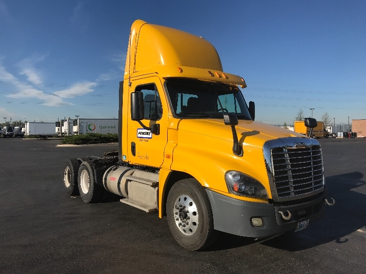 Day Cab Tractor-Heavy Duty Tractors-Freightliner-2013-Cascadia 12564ST-AURORA-CO-244,710 miles-$49,250