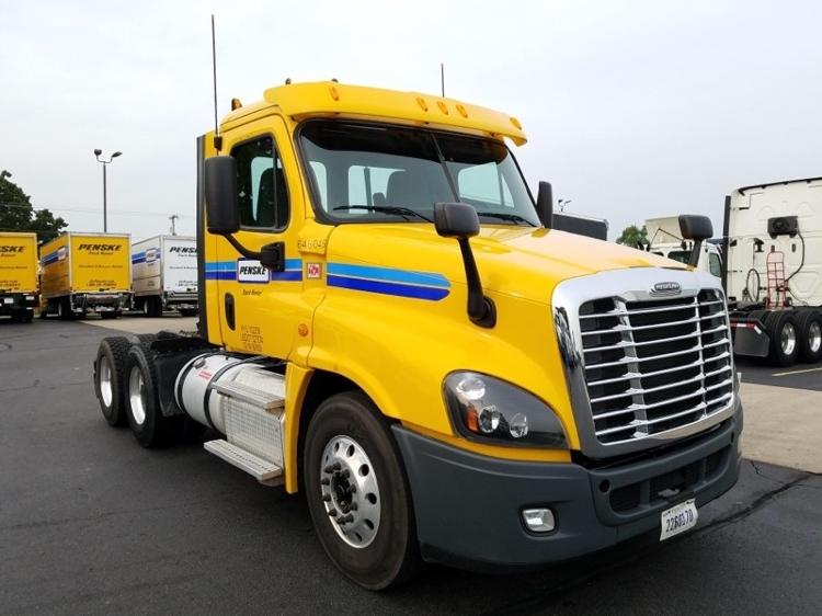 Day Cab Tractor-Heavy Duty Tractors-Freightliner-2013-Cascadia 12564ST-GOSHEN-IN-327,688 miles-$41,250