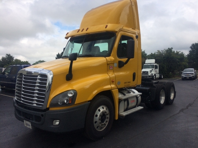 Day Cab Tractor-Heavy Duty Tractors-Freightliner-2013-Cascadia 12564ST-GREENSBORO-NC-460,101 miles-$34,000