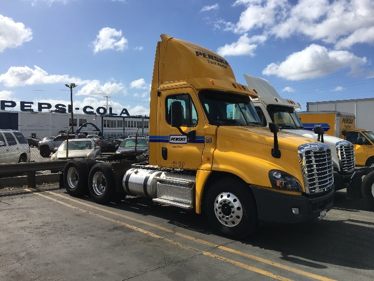 Day Cab Tractor-Heavy Duty Tractors-Freightliner-2013-Cascadia 12564ST-TORRANCE-CA-155,667 miles-$53,500