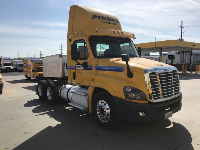 Day Cab Tractor-Heavy Duty Tractors-Freightliner-2013-Cascadia 12564ST-HAMMOND-LA-310,569 miles-$44,000