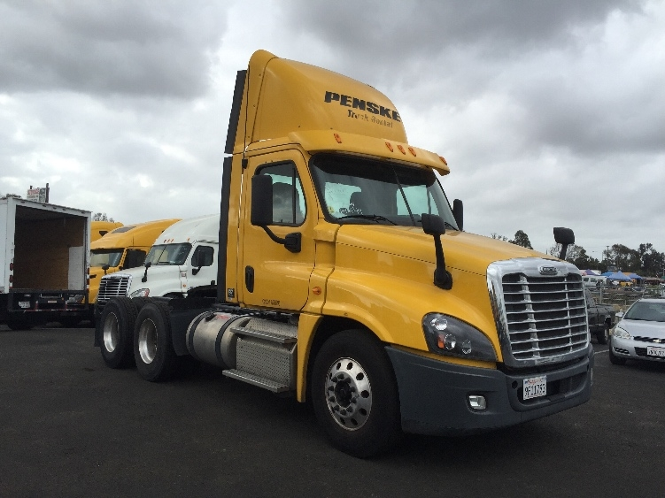 Day Cab Tractor-Heavy Duty Tractors-Freightliner-2013-Cascadia 12564ST-TORRANCE-CA-194,563 miles-$55,750