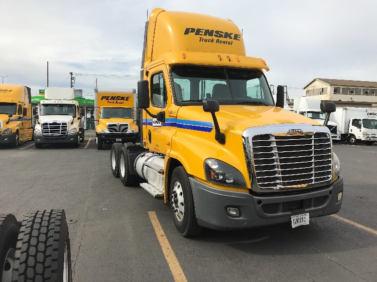 Day Cab Tractor-Heavy Duty Tractors-Freightliner-2013-Cascadia 12564ST-SEATTLE-WA-261,395 miles-$49,750