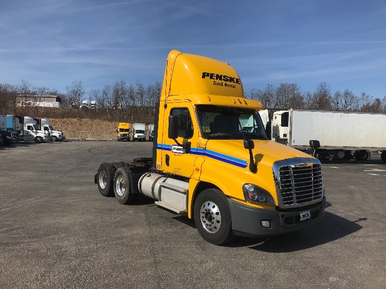 Day Cab Tractor-Heavy Duty Tractors-Freightliner-2013-Cascadia 12564ST-AKRON-OH-298,096 miles-$45,750