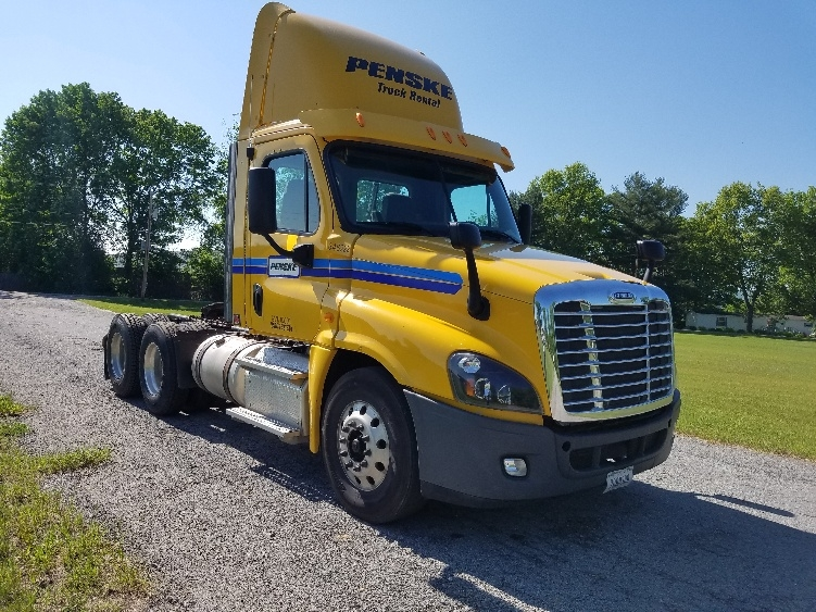 Day Cab Tractor-Heavy Duty Tractors-Freightliner-2013-Cascadia 12564ST-LIVERPOOL-NY-300,950 miles-$51,750