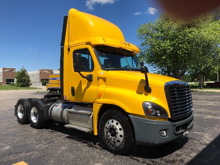 Day Cab Tractor-Heavy Duty Tractors-Freightliner-2013-Cascadia 12564ST-MADISON-WI-301,703 miles-$47,250