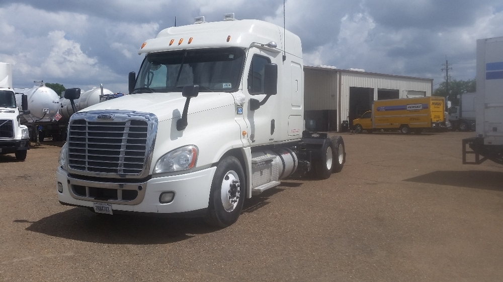 Sleeper Tractor-Heavy Duty Tractors-Freightliner-2012-Cascadia 12564ST-LAFAYETTE-LA-196,545 miles-$54,750