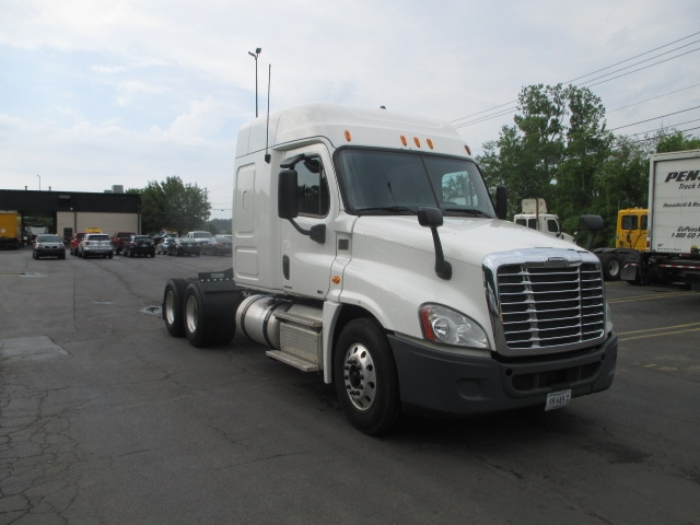 Sleeper Tractor-Heavy Duty Tractors-Freightliner-2012-Cascadia 12564ST-KNOXVILLE-TN-623,525 miles-$31,000