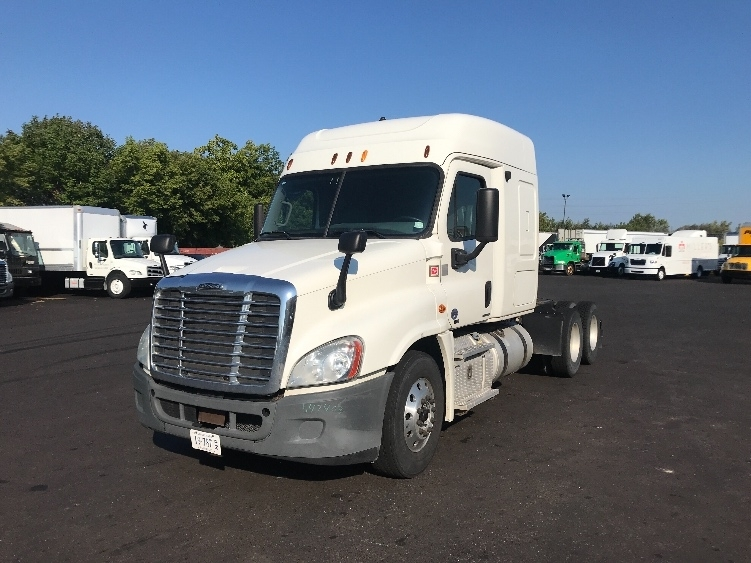 Sleeper Tractor-Heavy Duty Tractors-Freightliner-2012-Cascadia 12564ST-BROOK PARK-OH-664,329 miles-$40,000